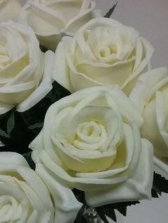 preciosas rosas blancas artificiales de tacto natural y con perfume