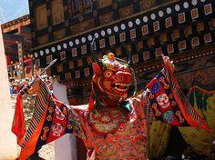Nos despedimos hasta el lunes con esta imagen de la Danza del Señor de la Muerte en Paro, Bután. ¡Buen finde!
