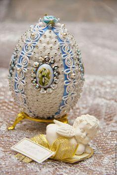 Types Of Eggs, Egg Shell Art, Egg Art, Jewelry Boards, Egg Decorating, Egg Shells, Bead Crafts, Easter Eggs, Snow Globes