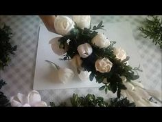 Easter Crafts, Paper Flowers, Floral Wreath, Diy, Wreaths, Crafty, Table Decorations, Youtube, Manualidades