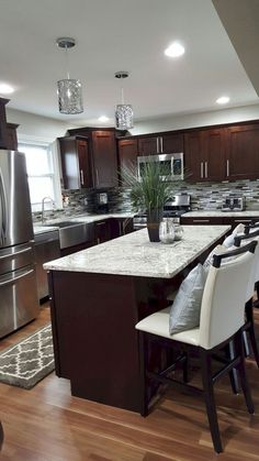 Gorgeous kitchen backsplash decor with dark cabinets (30)
