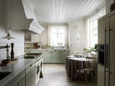 Scandinavian Apartment, Scandinavian Home, Mint Green Kitchen, Four Square Homes, Light Wooden Floor, Swedish Cottage, Swedish Log, Swedish Style, Sweden House