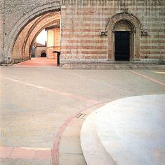 Piazza Santa Chiara, Assisi - Italy http://www.trachiteeuganea.com