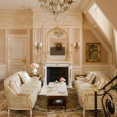 """Refinement commensurate with the great filmmaker's talent. The Charlie Chaplin Suite salutes the memory of the entertainer with a mix of personal souvenirs set within a neoclassical décor. Louis XVI-style furniture and period artwork complement subtle tributes to the unforgettable character known to the French as """"Charlot""""."""