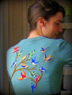 Cassie Stephens: DIY: Put a Bird on It felt sweater Wet Felting, Needle Felting, Hand Embroidery, Embroidery Designs, Broderie Simple, Cassie Stephens, Felt Birds, Diy Clothing, Felt Crafts