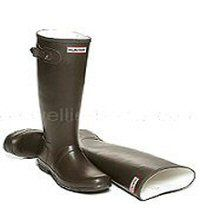 Chocolate Brown coloured Hunter Boots for Children - Boys & Girls sizes UK EU Reflective safety patch on heel and rear top. Hunter Wellington Boots, Girls Sizes, Wellies Boots, Hunter Original, Chocolate Brown, Hunter Boots, Kids Boys, Rubber Rain Boots, Boy Or Girl