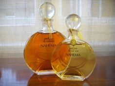 Guerlain Nahema Nahema Guerlain. Top notes: rose, peach, bergamot, green notes, and aldehyde notes. Middle notes: hyacinth, Bulgarian rose, ylang-ylang, jasmine, lilac, and lily of the valley. Base notes:vanilla, passion flower, Peru balsam, vetiver, and sandalwood.
