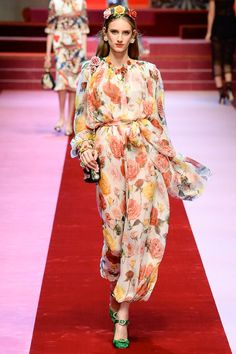 See the complete Dolce & Gabbana Spring 2018 Ready-to-Wear  collection.