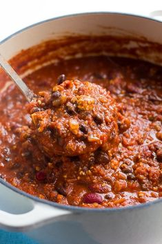 Award winning vegan chili is simply the best recipe! Sure to please meat eaters, and it's so easy to make. #vegan #plantbased Vegan Soups, Vegan Dishes, Vegan Vegetarian, Vegetarian Recipes, Cooking Recipes, Vegan Chili Recipes, Vegan Meals, Veggie Chili, Veggie Food