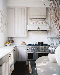Southern Charm - The 11 Best White Kitchens in Lonny  - Photos