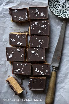 Low-Carb Paleo Almond Butter Chocolate Bars is a delicious take on real-food candy with just 2 g net carbs per serving! Now that we're finally past the mid-way point of January, spring is basically…
