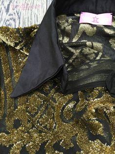 #madeinitaly #trendunion #fashion #handmade #atelier #bariviarobertodabari123 #baritalia #pugliaevents #sartorial #springsummer2016 #primaveraestate2016  TrendUnion Camicia  sartoriale modello maschile in voile di seta nero ricamo damascato oro a rilievo collo e polso in taffettàdi seta pura marrone - particolare .