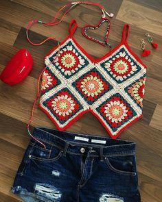 In Spanish, image idea only Crochet Woman, Love Crochet, Crochet Crafts, Crochet Yarn, Crochet Summer Tops, Crochet Crop Top, Crochet Bikini, Crochet Designs, Crochet Patterns