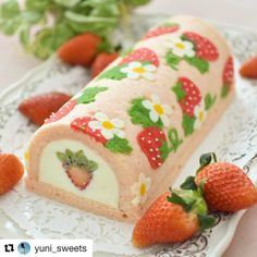 🍓🌼🍓🌼🍓 with ・・・ Strawberry deco-roll cake🍓… Cake Roll Recipes, Dessert Recipes, Fruit Dessert, Japanese Roll Cake, Strawberry Roll Cake, Jelly Roll Cake, Swiss Roll Cakes, Kawaii Dessert, Cute Desserts