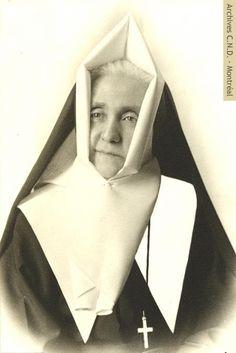 Marie-Anne-Euphémie Trudeau (Soeur Sainte-Héléna) Supérieure générale de 1938 à 1940. Marie-Anne-Euphémie Trudeau (Sister Sainte-Héléna) Superior general from 1938 to 1940.