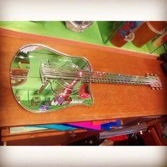 Guitarra en espejo Guitar  Simple and beautiful El regalo perfecto ,cumpleaños y mas!