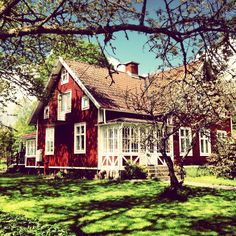 Very pretty red barn-type house. Red is my second favorite color for a house. White is my first favorite color.