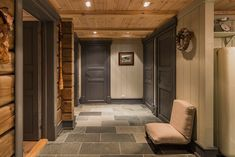 Lovely entry in Norefjell Wooden Cabins, Wooden House, Deco Spa, Swiss House, Dock House, Chalet Interior, Building A Cabin, Chalet Style, Sky Design