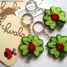 Four leaf clover keychain with small Ladybug - fortune charm This is a perfect good luck gift for anyone. This listing is for 1 keychain - clover with ladybug Good luck charm. Cute ladybug on clover felt keychain. Handmade be me from wool felt Medium Felt Diy, Handmade Felt, Felt Crafts, Handmade Keychains, Tape Crafts, Ladybug Felt, Sewing Crafts, Sewing Projects, Felt Projects