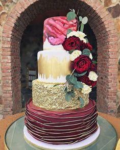 Gold Wedding Cakes Beautiful merlot and gold wedding cake ,fall wedding cake Amazing Wedding Cakes, Unique Wedding Cakes, Wedding Cake Designs, Amazing Cakes, Metallic Wedding Cakes, Fall Wedding Cakes, Gold Wedding, Merlot Wedding, Trendy Wedding