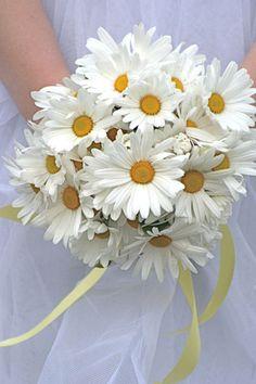 daisy bridal bouquet - 14 Beautiful Bridal Bouquets