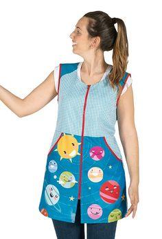 Resultado de imagen para delantales para maestras de preescolar Embroidered Clothes, Teacher Outfits, Couture, Traditional Dresses, Refashion, Sewing Crafts, Apron, Summer Dresses, Sleeves