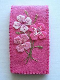 fleurs en feutrine, belle broderie sur canevas rose
