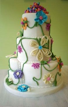 what a beautiful cake. I just am not a fan of fondant too much.