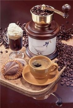 Coffee and chocolate Coffee Talk, I Love Coffee, Best Coffee, Coffee Break, My Coffee, Coffee Drinks, Morning Coffee, Coffee Cups, Coffee Aroma