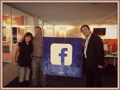Recibimos en nuestras oficinas a Alejandro Zuzenberg, Director Comercial de Facebook Argentina. ¡Un placer entregarle el regalo de la agencia en persona! Gracias por la visita
