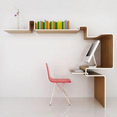 Si vous songez à un changement de décoration ou que vous êtes passionné de mobilier design, ce florilège d'étagères créatives vous plaira à coup sûr. Triangulaires, penchées, rectilignes... Elles sont exceptionnelles et ch...
