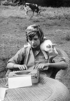 Ernest Hemingway, Vintage Love, Vintage Images, Celebrities With Cats, Celebs, Scott Fitzgerald, Françoise Sagan, Wit And Wisdom, Writers And Poets