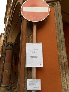 Via Castiglione e la sua fermata poetica.  Bologna e la poesia errante.