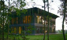 Francês cria modelo de casas pré-fabricadas que produzem 50% mais energia do que consomem