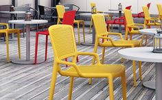 Daisy Breakout Chair - Product Page: http://www.genesys-uk.com/Daisy-Breakout-Chair.Html Genesys Office Furniture Homepage: http://www.genesys-uk.com The Daisy Breakout Chair is a simple and cost-effective yet stylish seating solution for breakout and dining areas.