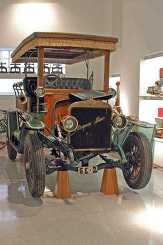 """Anna Sayeras Quera proposa incorporar aquest vehicle: """"La marca de cotxes Hispano-Suiza Fabrica de Automóbiles S.A es va crear l'any 1904 a Barcelona. Va ser lider en tecnología i les seves patents varen ser utilitzades per Rolls-Royce, General Motors o Delahaye entre altres. Al Museu de la Tècnica de l'Empordà hi ha l'Hispano-Suiza matrícula GE-2. És de l'any 1908 i es el model Acorazado Sistema M.Birkigt amb motor de quatre cilindres i dissenyat com un carruatge""""."""
