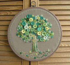 BUTTONS- Layering of different sizes and colours of buttons create a fun look to the tree embroidered piece. The use of tonal buttons also adds a touch of how it has been represented to the person. Embroidery Hoop Crafts, Hand Embroidery Videos, Beaded Embroidery, Embroidery Stitches, Embroidery Patterns, Button Art, Button Crafts, 3d Art Projects, Sewing Projects