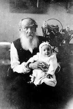 Leo Tolstoy (1828 – 1910) with his granddaughter Tatiana (1905 – 1996). Photo:  1906. #Leo_Tolstoy