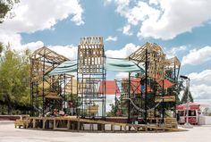 Taller del Desierto – Urban Spa El taller comienza con el diseño de una dinámica participativa con los vecinos del parque, no con el objetivo de recolección de deseos individuales del presente sino como punto de partida para la construcción de un imaginario colectivo de futuro.