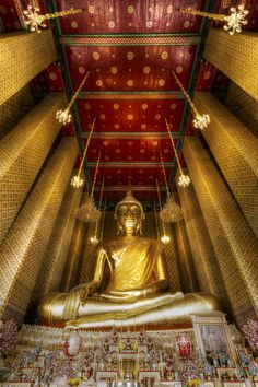 "Wat Kalayanamitr (วัดกัลยาณมิตร) - Bangkok, Thailand • ""Golden Buddha"" by Chaluntorn Preeyasombat on http://500px.com/photo/13713247?from=popular"