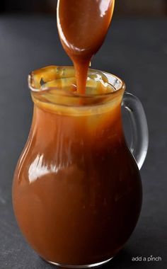 This Caramel Sauce recipe is scrumptious and the easiest that I have ever made! This salted caramel sauce is smooth, creamy and perfect every single time! Carmel Sauce Recipe, Homemade Caramel Sauce, Salted Caramel Sauce, Caramel Recipes, Apple Recipes, Sauce Recipes, Salted Butter, Salted Caramels, Orange Recipes
