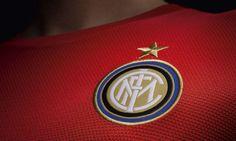 Inter, ecco le nuove maglie: la seconda è rossa.  Le foto delle nuove divise da gara della squadra di Stramaccioni