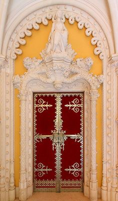 Doors Around The World: Red Door_Sintra_Portugal Cool Doors, Unique Doors, Ericeira Portugal, Sintra Portugal, Entrance Doors, Doorway, Grand Entrance, Door Knockers, Door Knobs
