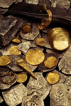 """Pirate Treasure from the ship Whydah Gally - the first verifiable pirate ship discovered in the United States. Pirate Captain """"Black Sam"""" Bellamy and his crew captured the Whydah in Pirate Treasure, Buried Treasure, Treasure Hunting, Finding Treasure, Treasure Planet, Pirate Life, Pirate Woman, Pirate Queen, Black Sails"""