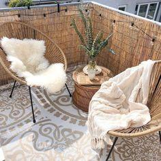Interior Home Design Trends For 2020 - New ideas Small Balcony Decor, Outdoor Balcony, Balcony Design, Patio Table, Small Patio, Patio Design, Backyard Patio, Balcony Garden, Balcony Ideas