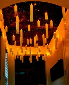 Make your own Harry Potter floating candles, and recreate the magic of Hogwarts Great Hall. Perfect for a Harry Potter party or Halloween decor! Humour Halloween, Adult Halloween Party, Holidays Halloween, Halloween Crafts, Halloween Lawn, Halloween Zombie, Halloween Candles, Halloween Party Ideas For Adults, Homemade Halloween