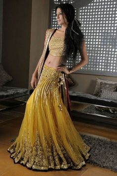 Gorgeous Lehenga / Ghagra Choli by Hina Khan Bridal Collection Karachi Pakistan Lehenga Sari, Anarkali, Gold Lehenga, Ghagra Choli, Mode Bollywood, Bollywood Fashion, Desi Wear, Indian Attire, Beauty