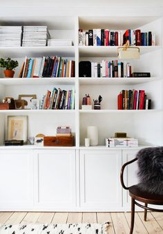 Bookshelf with shelves for all kinds of small interior and closed cabinet doors for storage of mess. Alcove Ideas Living Room, Living Room Shelves, Wall Bookshelves, Built In Bookcase, Bookcases, Tiny Living Rooms, Living Room Interior, Home And Living, Home And Family