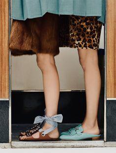 Nous restaurons et remettons en service des photomatons argentique d'époque à Paris, Nantes, Arles et Prague. #photomaton #vintage #event #photobooth #fotoautomat 1970s Aesthetic, Prague, Photo Booth, Sequin Skirt, Arles, Vintage, Service, Inspiration, Drawing