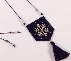 "Perlen ""M. Ethnic Jewelry, Diy Jewelry, Beaded Jewelry, Beaded Bracelets, Peyote Beading, Peyote Stitch, Brick Stitch, Bead Art, Bead Weaving"